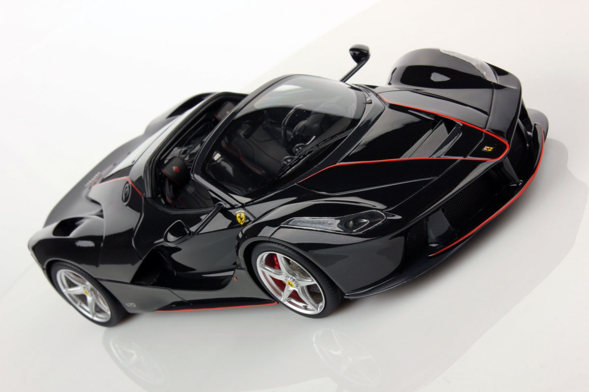 first pictures of ferrari laferrari aperta 1 18 mr collection models. Black Bedroom Furniture Sets. Home Design Ideas